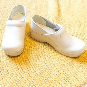 Dansko •White Leather Professional Nurse Clogs